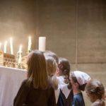 ninos ante Jesus Sacramentado